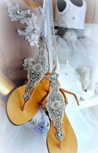 Χειροποίητα νυφικά σανδάλια στολισμένα με κρύσταλλα και πέρλες.  http://handmadecollectionqueens.com/νυφικα-σανδαλια-με-περλες-και-κρυσταλλα  #handmade #fashion #bridal #wedding #sandals #footwear #storiesforqueens #women