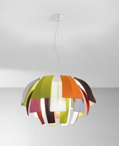 #Diseño #Design  Plumage (Plumaje) es el nombre de esta lámpara diseñada por Vanessa Vivian para la firma Axo Light inspirada en las plumas superpuestas de un pájaro tropical.