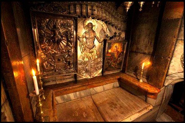 Católicos y musulmanes restauran la Tumba de Jesús enJerusalén