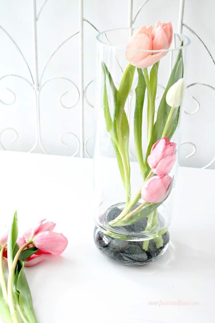 Modern Tulip Arrangement Ideas For Spring Tulips Arrangement Spring Flower Arrangements Flower Vase Arrangements