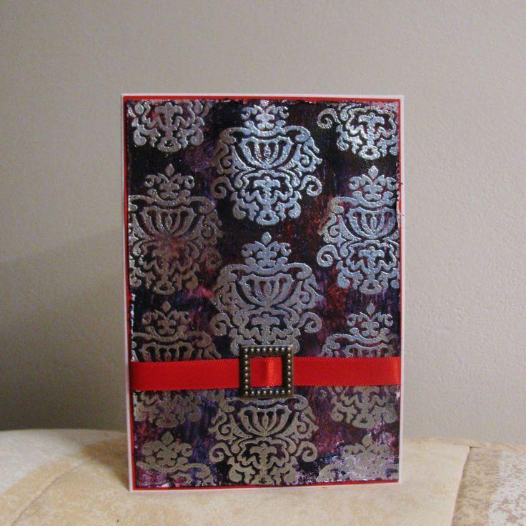Starý královský rod - přání Přání je vytvořeno pomocí akrylových barev a horkým embosováním se stříbrným práškem. Je dozdobeno stuhou a přezkou. Součástí je bílá obálka.