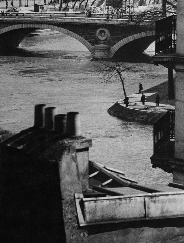 Pont Neuf, Paris 1929 by André Kertész