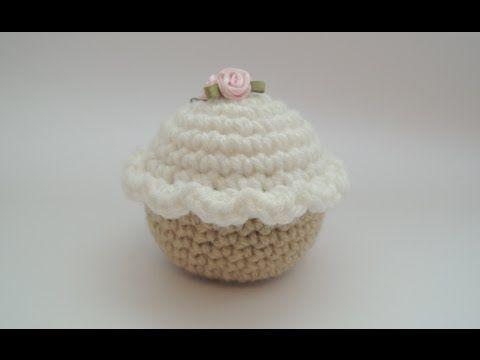 Crochet pattern for cupcakes - YouTube •✿• Teresa Restegui http://www.pinterest.com/teretegui/ •✿•
