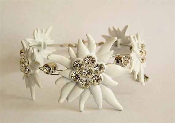 Noble national costume jewellery dirndl edelweiss bracelet with paste sur Etsy, 19,00€