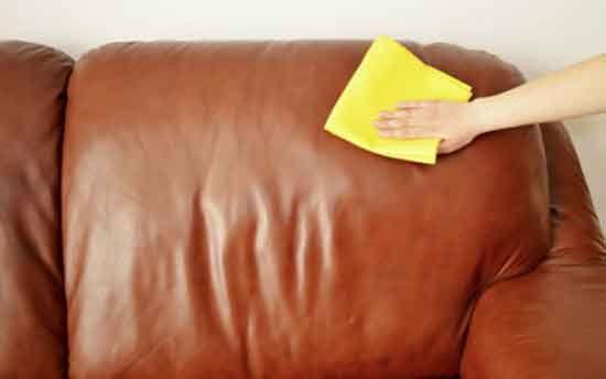 loading... loading... Una macchia di caffè, un segno di biro o una traccia di sporco ostinata: come pulire la pelle dei divani, delle borse o delle scarpe preferite senza rovinarla? Provate uno dei nostri metodi, infallibili e tutti naturali. In tema di pulizie domestiche, uno degli argomenti più ostici da affrontare è la pulizia degli oggetti in pelle. In questa mini-guida pratica cercheremo di suggerirvi qualche rimedio infallibile e naturale per scoprire come pulire la pelle in…