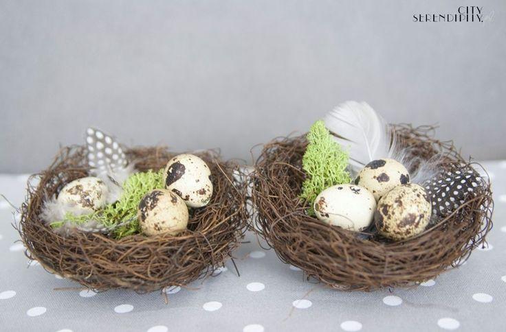 Easter centerpiece with moss http://cityserendipity.pl/lifestyle/wielkanocne-dekoracje-jaja-piora-i-mech/