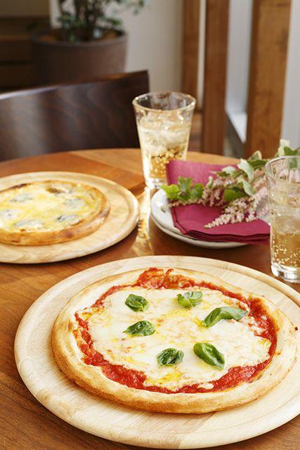 ふっくら、もちもちとした生地の本格ピッザ。マルゲリータ・4種のチーズ
