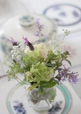 www.vickytrainor.blogspot.com: Floral Tables, Floral Fantasy, Arrangements Centerpieces, Pretty Floral, Floral Display, Flower Arrangements, Floral Cut, Flowers, Sweet Bouquets