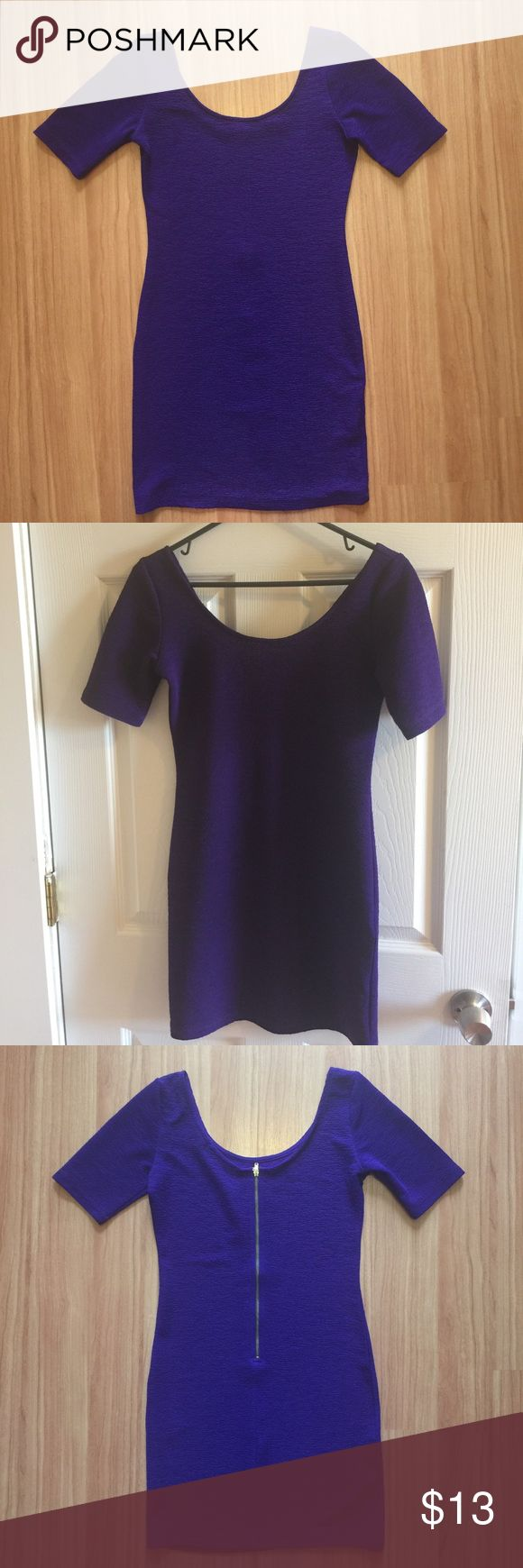 Purple Bodycon Dress With Gold Zipper On Back SM Absolutely stunning purple Bodycon dress from Forever 21. Beautiful textured rich purple fabric. This dress is smokin' on and perfect for a night out. Great condition! Forever 21 Dresses Mini