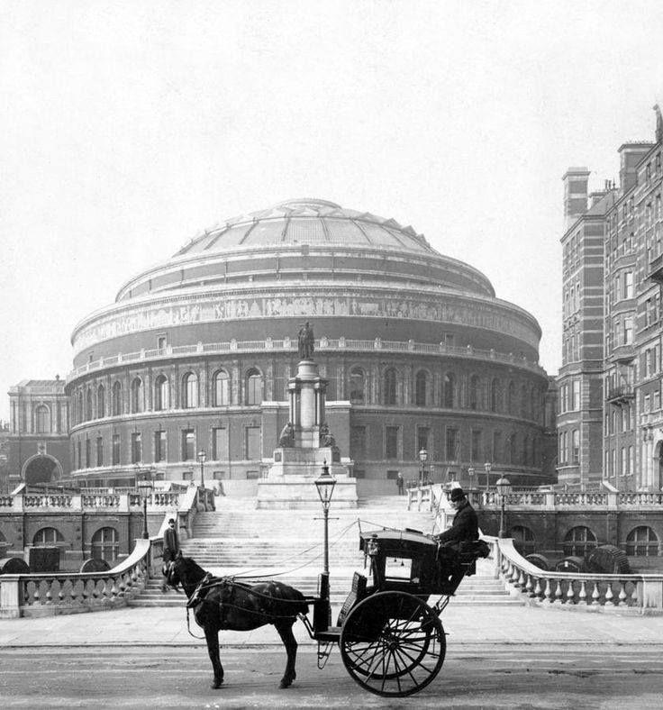 London taxi waits for his next customer outside the Royal Albert Hall