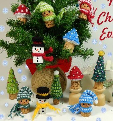 Crochet wine cork ornament - snowman,mushroom, elf & Christmas tree // Horgolt parafadugó figura: hóember,manó,gomba és karácsonyfa // Mindy - craft tutorial collection // #crafts #DIY #craftTutorial #tutorial