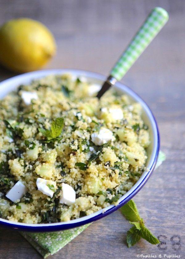 pour 4/6 personnes : 200 g de semoule de couscous (je prends la moyenne) 1 bouquet de persil 1 bouquet de menthe 1 concombre 2 citrons 9 cuillères à soupe d'huile d'olive 1 pincée de sel 1 pincée de poivre 200 g de féta A préparer 1/2 journée à l'avance.