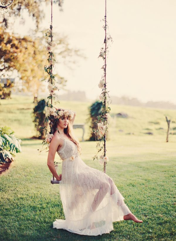 Romantic Floral Tree Swing | photography by http://tamizphotography.com/