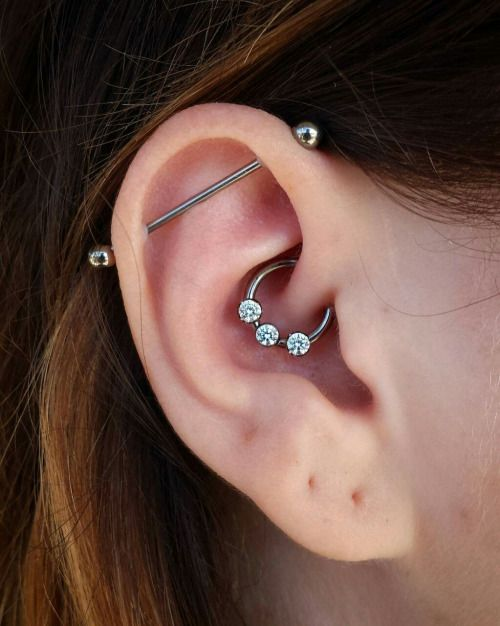 Beautiful daith from today with jewelry from @anatometal!