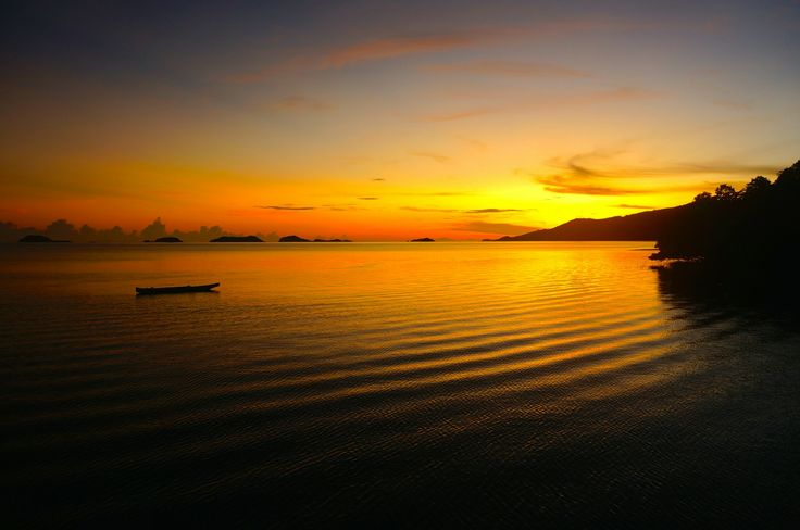 Sunrise at the 17 islands in #Riung #Flores #Indonesia