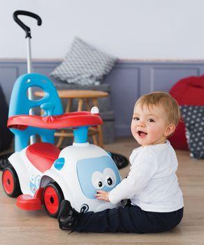 Dieťa si na autíčku môže oprieť aj hlavičku, sedí v ňom ako v kočíku. Okolo odrážadla je bezpečnostná ohrádka, ktorá zaručuje maximálnu bezpečnosť a stabilitu dieťaťa počas jazdy.