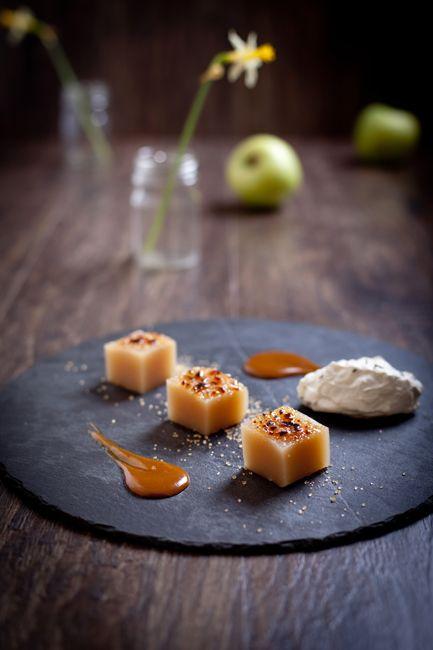 Карамелизованное яблочное желе с тминным муссом