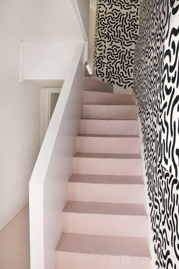 Escalier rose pastel.
