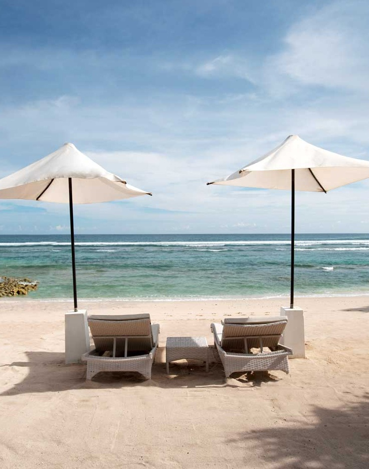 The beach club at Banyan Tree Ungasan [Indonesia] is worthy of attention (and bragging rights).
