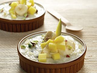 Ρυζόγαλο με γάλα καρύδας, σταφίδες σε ρούμι και εξωτικά φρούτα