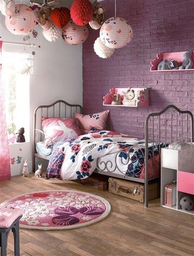 La couleur parme pour une chambre de petite fille c'est parfait...