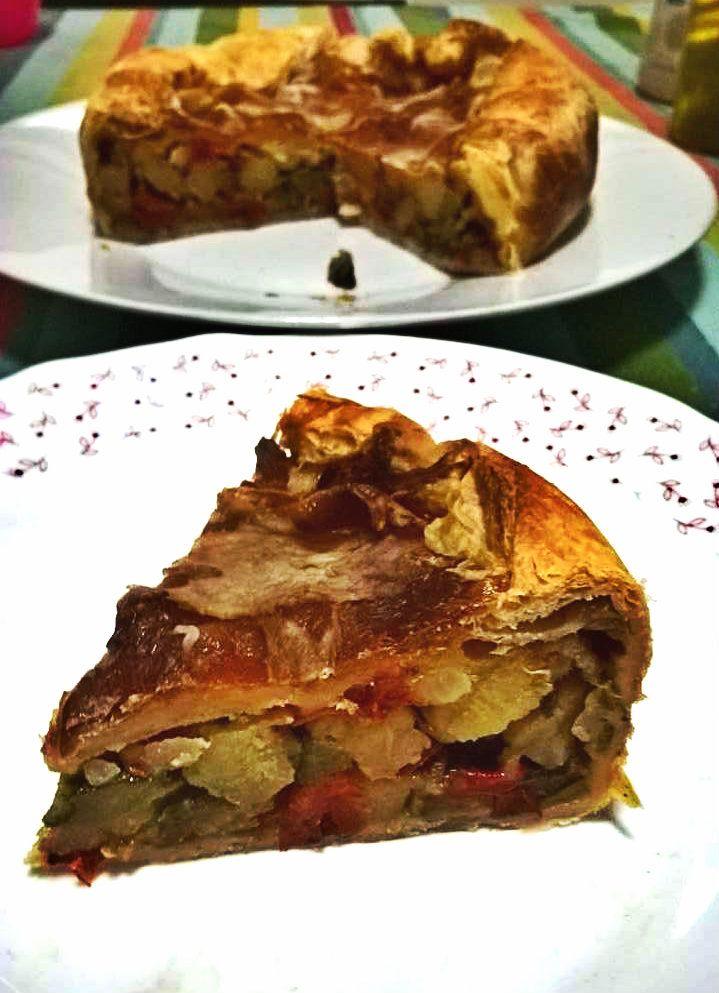 La torta salata con peperonata e bacon croccante è una ricetta nutriente e saporita, pronta a soddisfare i palati più esigenti...e affamati!