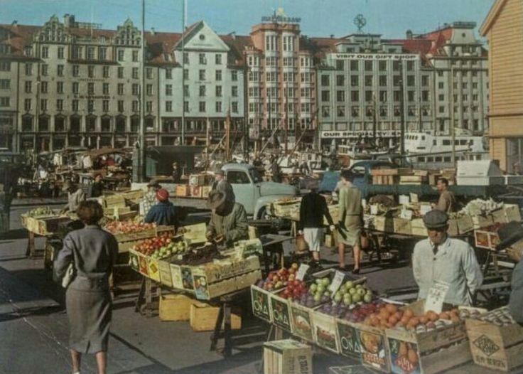 Hordaland fylke Bergen torvdag 1950-tallet utg Aune forlag