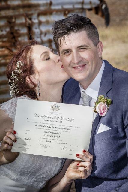 Great bride and groom photo idea