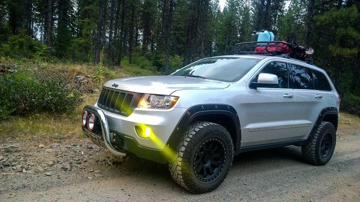 2013 Jeep Grand Cherokee  WK2 2.5 '' Rocky Road lift, 275/65 duratrac tires, 18'' Pro Comp wheels , Thule Basket , Bull Guard with 7'' HID lights, Bushwacker fenders , 3.5 yellow JDM fog lights