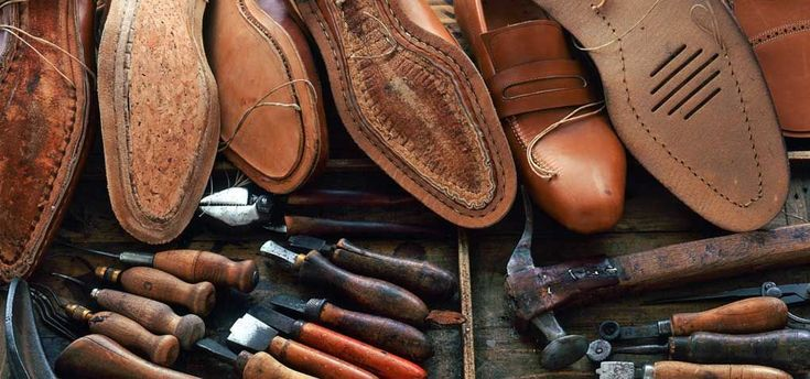 What to buy when vissiting the Craftsman shops of Florence. Visit GrandVoyageItaly.com #florence #florencestyle #shopflorence #oltranostyle #oltranoshop #oltranoshopping #florenceshopping #shoppinginflorence #grandvoyageitaly #italystyle #italianstyle #italianshoes #florenceleather #wereallaboutitaly