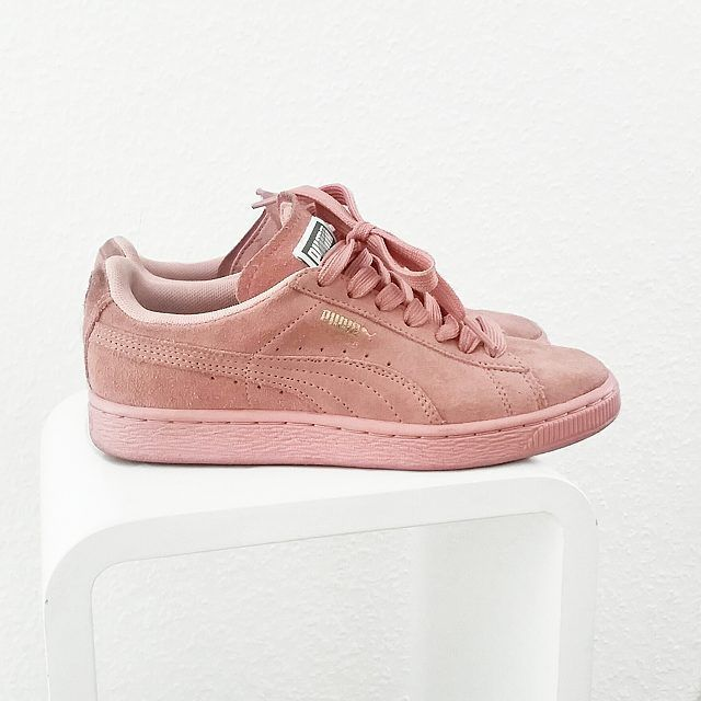 pink puma sneaker