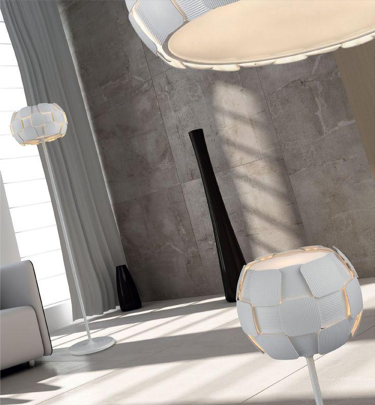 Lampa z rodziny ZUMA LINE SOLE to idealna propozycja dla osób ceniących sobie wysoką jakość i precyzję wykonania. Niebanalny wygląd zadowoli wszystkich, którzy szukają nie tylko lampy, ale także dodatku upiększającego np. salon czy sypialnię.