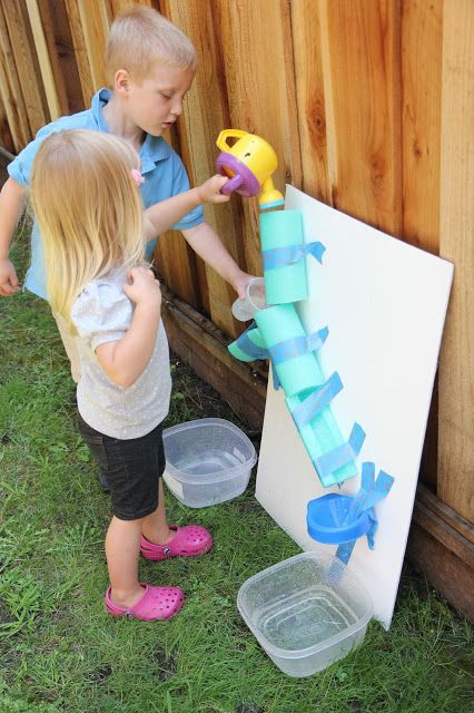 Easy DIY Water Wall for Kids ~ And how to make it a Fizzy Water Wall! {Backyard Science}