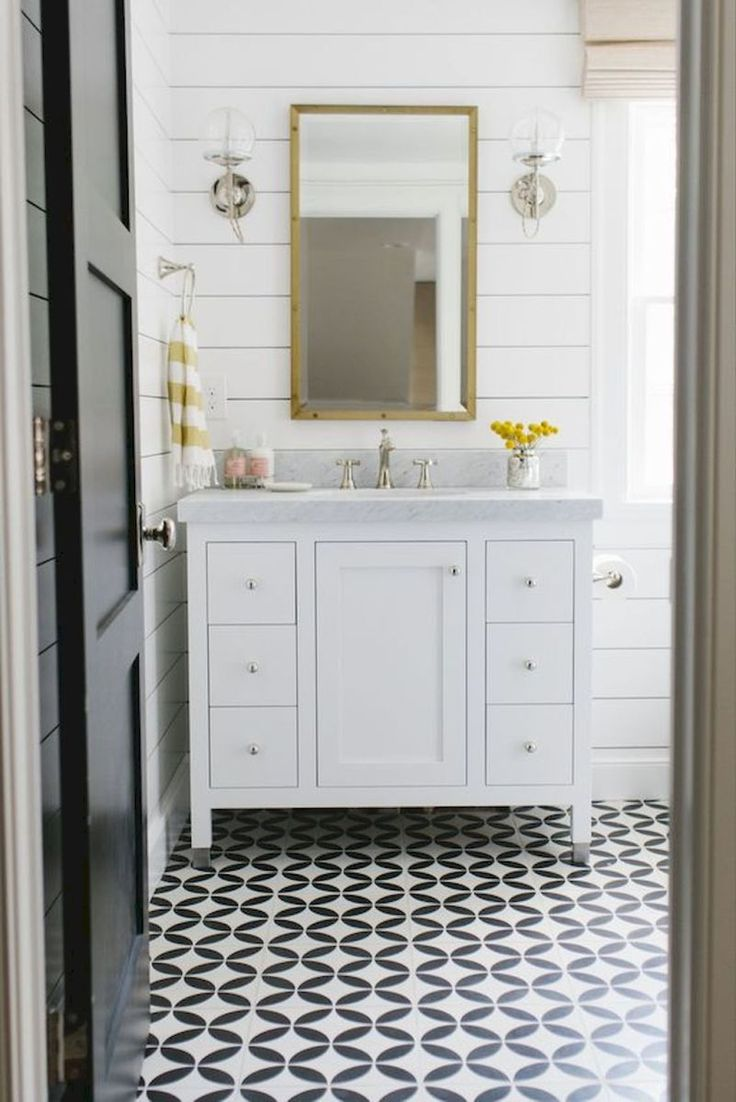 Small master bathroom tile makeover design ideas (24)