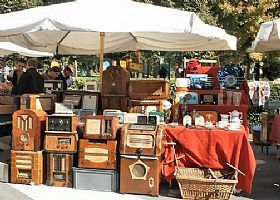 There is an antique market in Piazza dei Ciompi 3 weekends a month.  More on Tuscan antiques markets here.