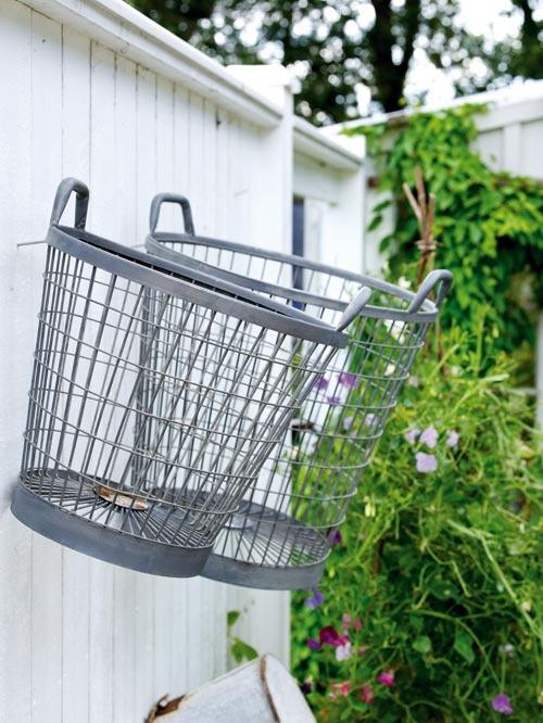 Nos gusta la idea de colgar estas cestas de zinc