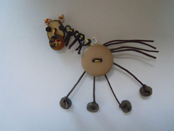Cavallo Marrone/Tortora spilla.ciondolo di Foresta Mentale Chiaresca su DaWanda.com