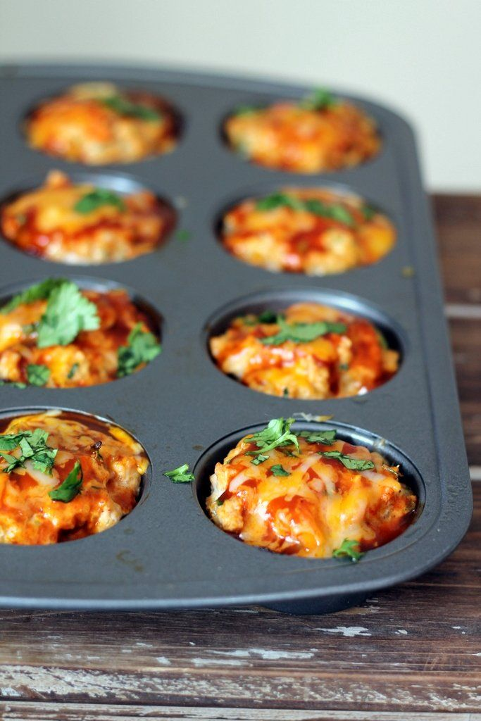 Cheesy Chicken Quinoa Enchilada Meatloaf Muffins - a healthy option for dinner. 2 muffins = 208 calories! #lowcarb #cleaneating