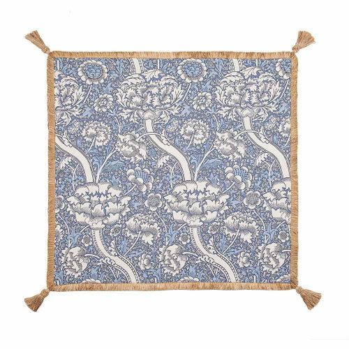 The Morris Wandle Tapestry Throw with Tassels is a lovely throw which will look great in any home. Part of the tapestry collection at English Heritage. Buy the Morris Wandle Tapestry Throw with Tassels from the English Heritage online gift shop.