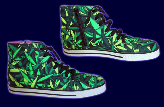 SpaceTribe Allstars  : Sea of Green Weed http://www.spacetribe.com/shop/accessories-footwear-c-158_287.html