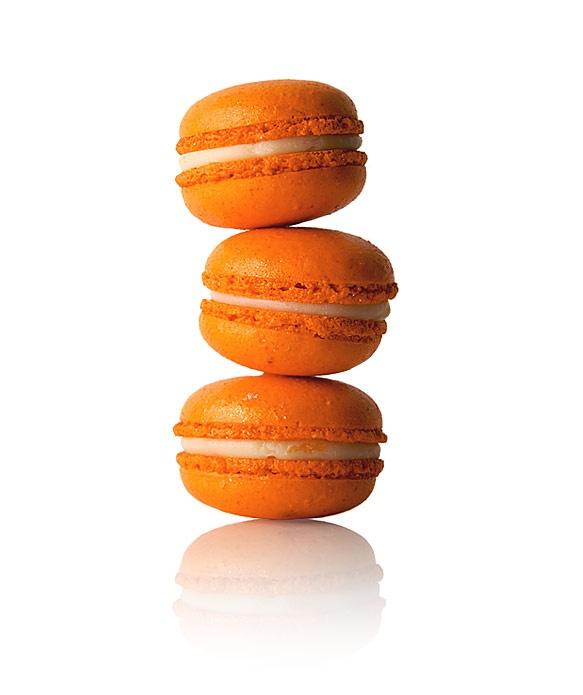 Macaron fruits de la passion (passion fruit macaron!)