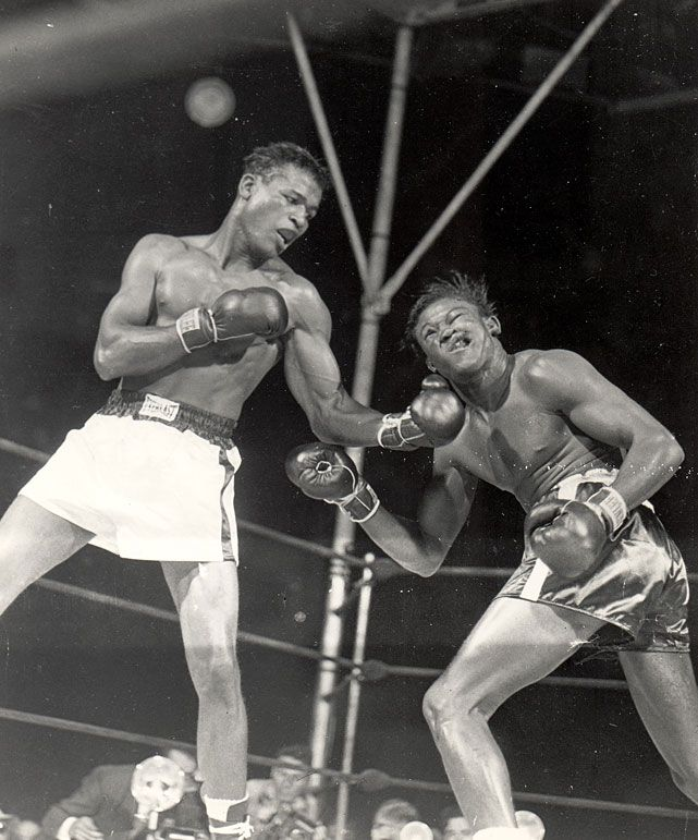 Sugar Ray Robinson W 10 Kid Gavilan  September 23, 1948  On the undercard of the lightweight title fight between Ike Williams and Jesse Flores, Robinson won a controversial decision in the first of two unforgettable clashes with the future welterweight champ from Cuba.