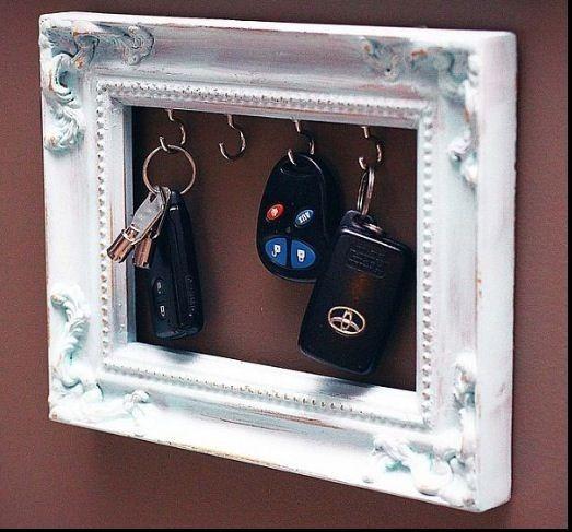 Förvaring av nycklar i en tavelram
