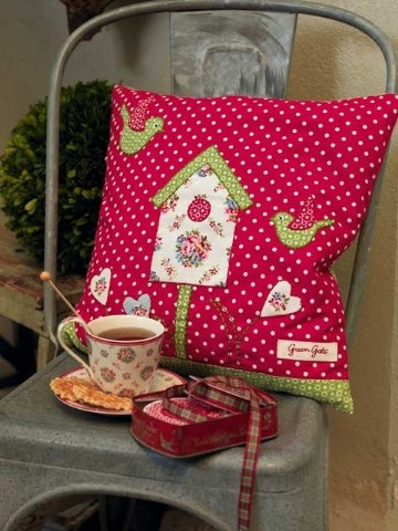 Millie red birdhouse cushion by Greengate ( now half price)OUTRO MODELO PRA ALMOFADA,LINDISSIMO