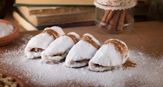 Κοινοποιήστε στο Facebook Υπέροχο νηστίσιμο γλύκισμα γεμιστά με λουκούμι τριαντάφυλλο ή μαρμελάδα και καρύδια ιδανικό για την περίοδο της νηστείας και όχι μόνο Υλικά 2 φλ του τσαγιού σπορέλαιο 1 φλ ρετσίνα 1μπέικιν πάουντερ 1 βανίλια 1 κιλό αλεύρι για...