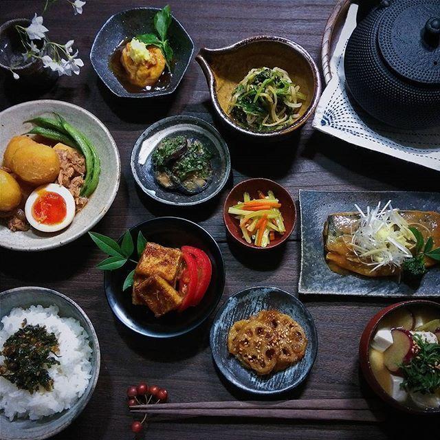 2016.8.9  今日の晩ごはん ・セロリの葉っぱのふりかけごはん・鯖の味噌煮・じゃがいもとツナの炊いたん・ほうれん草ともやしの中華和え・甘辛レンコン・お茄子の大葉味噌・セロリの金平・高野豆腐の生姜焼き・焼きがんものあんかけ・お味噌汁 * * 今日も1日ありがとう。 * * #ALOEヘルシーレシピコンテスト #ALOE