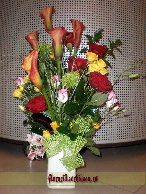 Buchet din trandafiri rosii, cale mango, miniroze portocalii, lisiathus