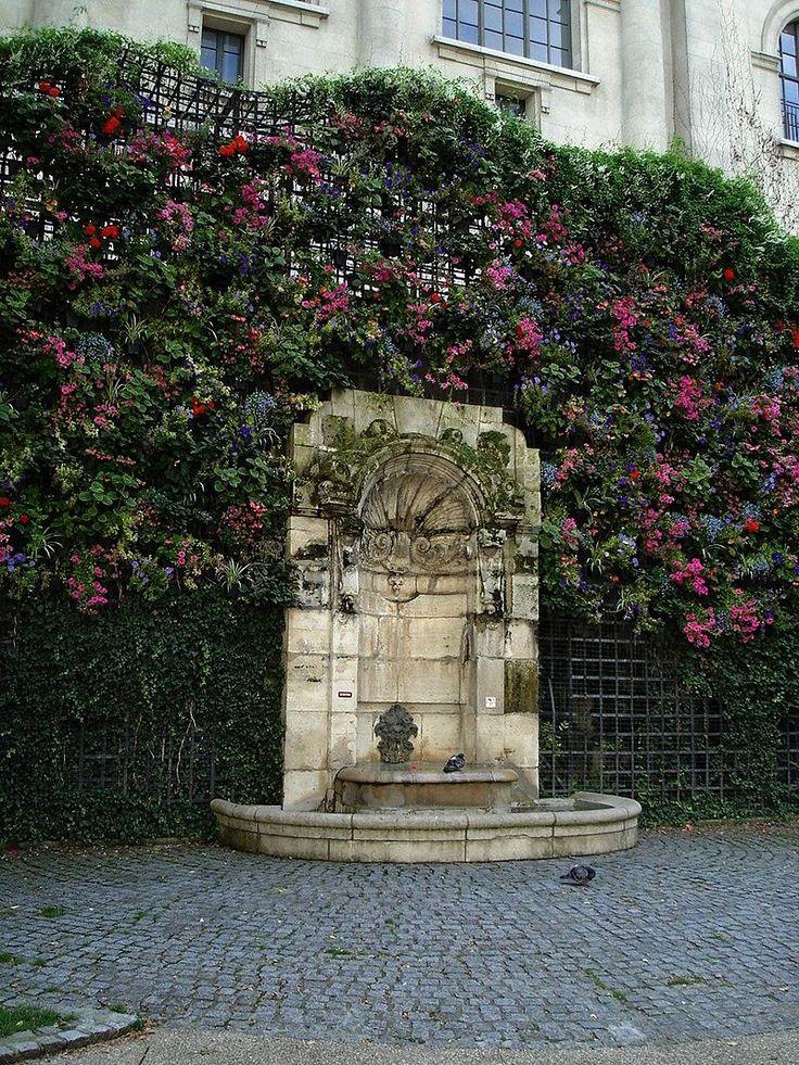 Paris 5e - Square Paul-Langevin : la fontaine . (1700s)