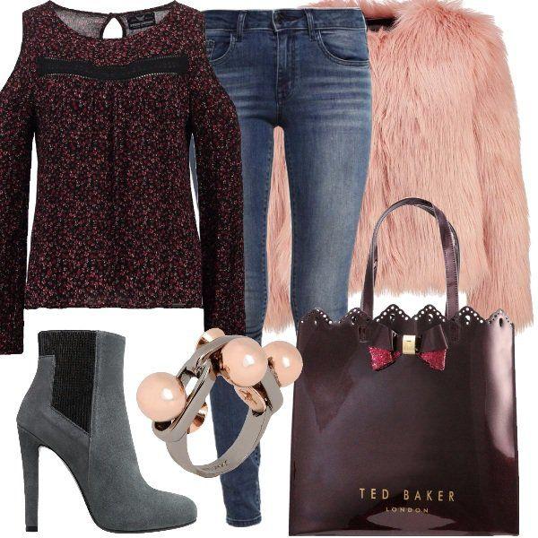 Outfit+per+chi+come+me+fa+del+jeans+skinny+un+capo+adatto+ad+ogni+occasione.+In+questo+caso+l'ho+abbinato+a+deliziosa+camicetta+in+viscosa+che+lascia+le+braccia+scoperte+nella+parte+alta+e+a+giacca+nougat+rose.+Ho+scelto+poi+stivaletti+lava+con+tacco+dodici+e+plateau,+shopping+bag+Ted+Baker+e+anello+in+fantasia+bicolore+con+perline.+Outfit+sexy+senza+esagerare,+adatto+alla+passeggiata,+all'aperitivo+in+centro+o+ad+una+serata+trendy.
