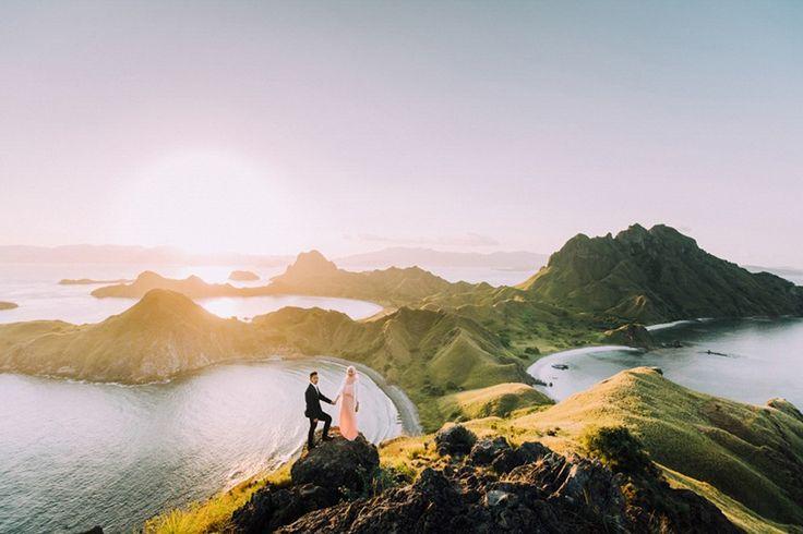 Isla Padar, Indonesia - 20 espectaculares fotos de parejas enamoradas en paisajes que parecen de cuento de hadas | Notas | La Bioguía